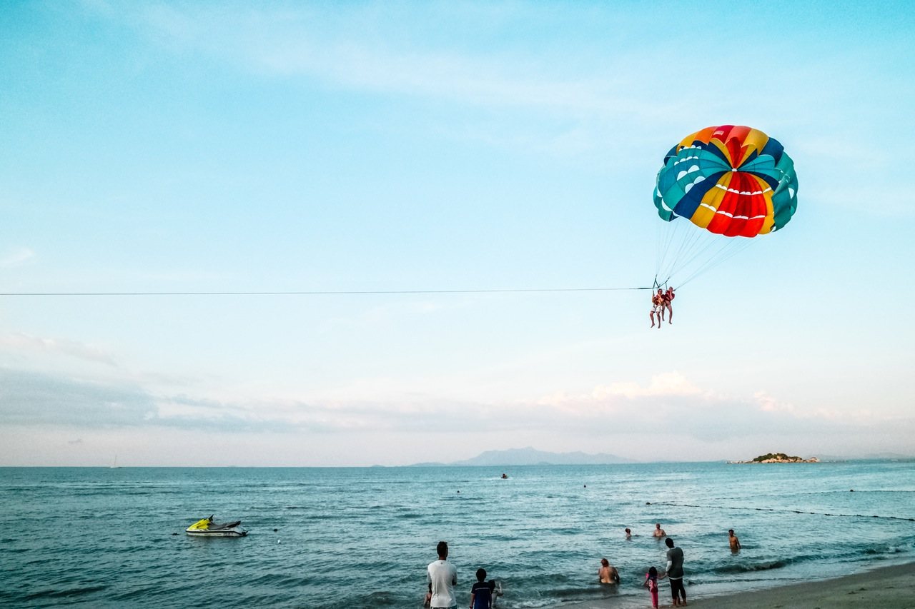 holiday-beach-parachute